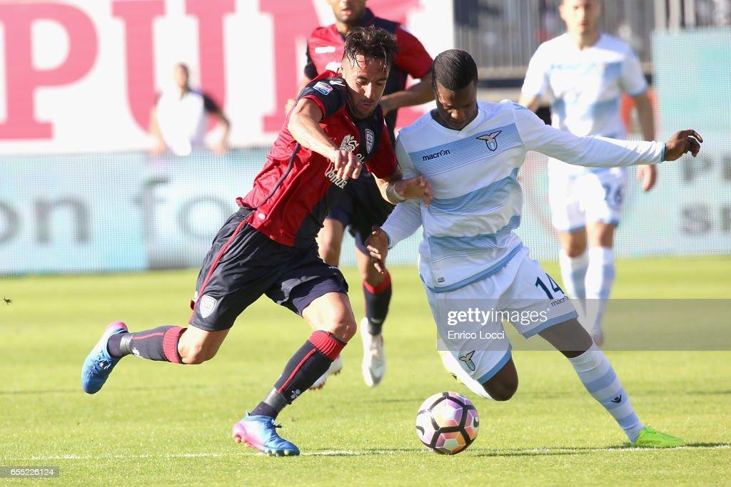 Contrast with Mauricio Isla of Cagliari and Keita Balde of Lazio during the Serie A match between Cagliari Calcio and SS Lazio at Stadio Sant'Elia on March 19, 2017 in Cagliari, Italy.