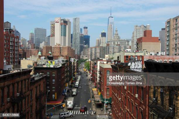 contrasts of manhattan - lower east side manhattan stock pictures, royalty-free photos & images