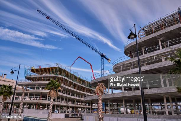 contrsuction site with a crane - finn bjurvoll stock pictures, royalty-free photos & images