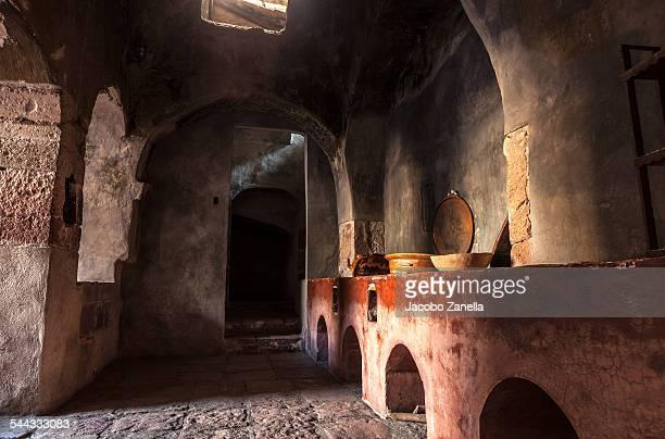 convent kitchen - nonnenkloster stock-fotos und bilder
