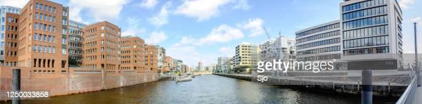 """omgebouwde pakhuizen in het gebied hafencity in de stad hamburg - """"sjoerd van der wal"""" or """"sjo""""nature stockfoto's en -beelden"""
