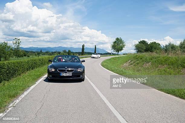 bmw 630 cabrio und porsche boxster auf die country road - bmw stock-fotos und bilder