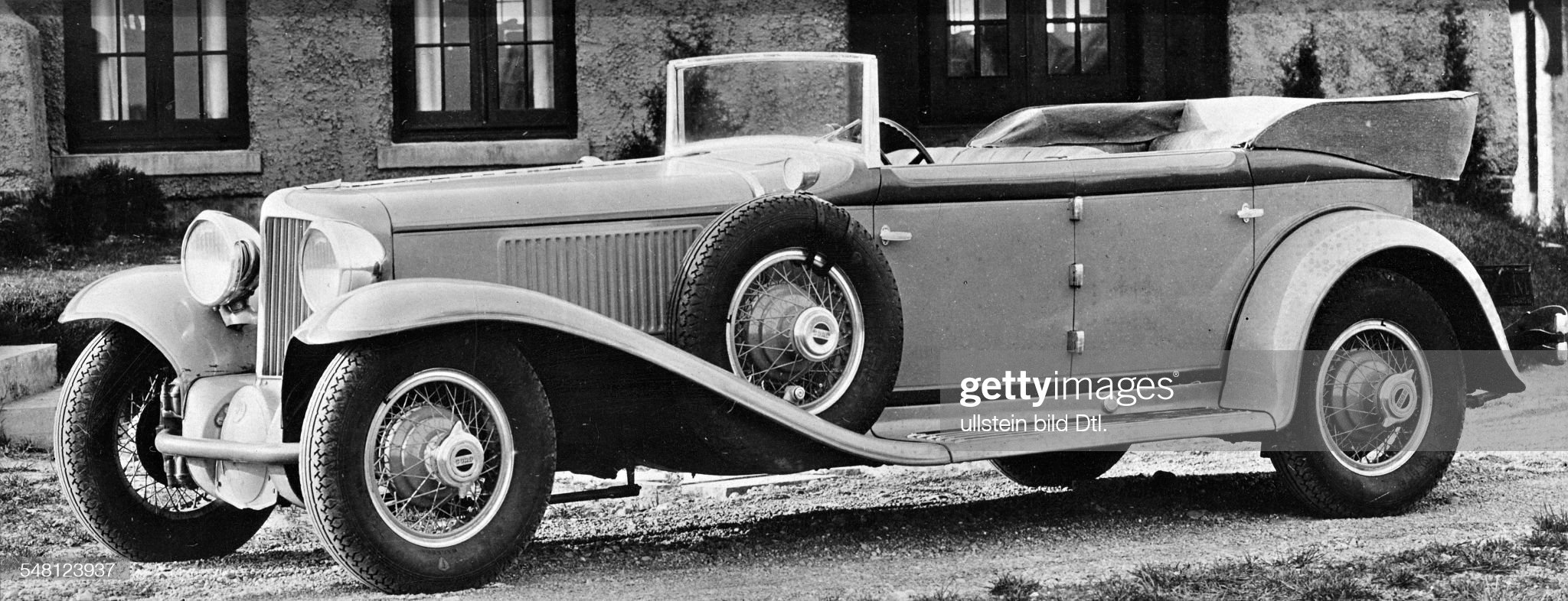 USA : Convertible Auburn car with front-wheel drive - 1929 - Published by: 'Die Dame' 25/1929 Vintage property of ullstein bild : News Photo