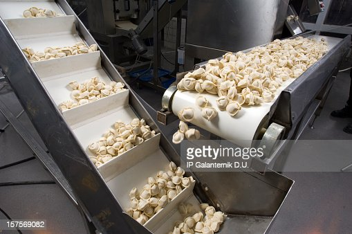 Conveyor belt dispensing tortellini