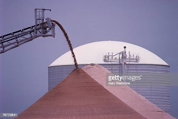 conveyor dumping potash - potash stock pictures, royalty-free photos & images