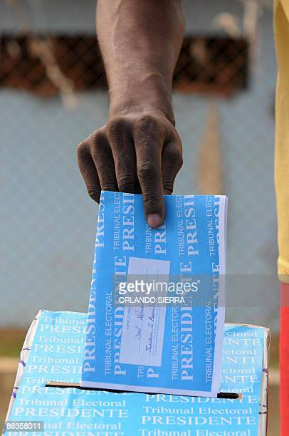 A convict votes in the general election May 3 2009 at La Joya penitentiary complex in Chepo Pacora 30 km east of Panama City Panamanians went to the...