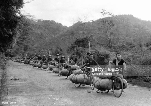 Convoi de bicyclettes pour le ravitaillement de Dien Bien Phu en 1953 au Vietnam