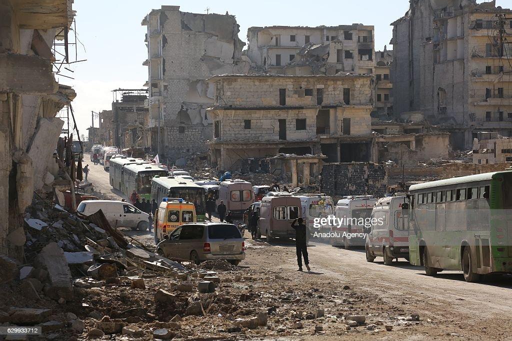 Evacuation of civilians in Aleppo : Nachrichtenfoto
