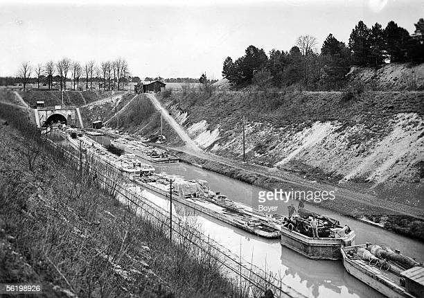 Convoy of barges in front of the tunnel of the Billy mount Canal of the Aisne 1936