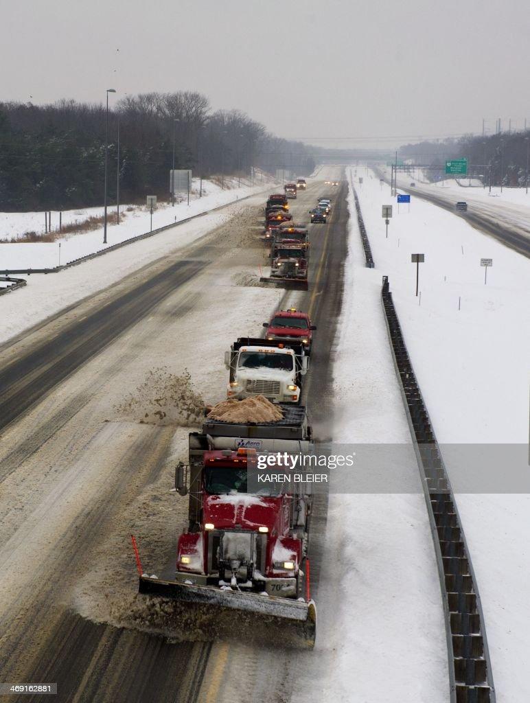 US-WEATHER-SNOW-METRO AREA : News Photo