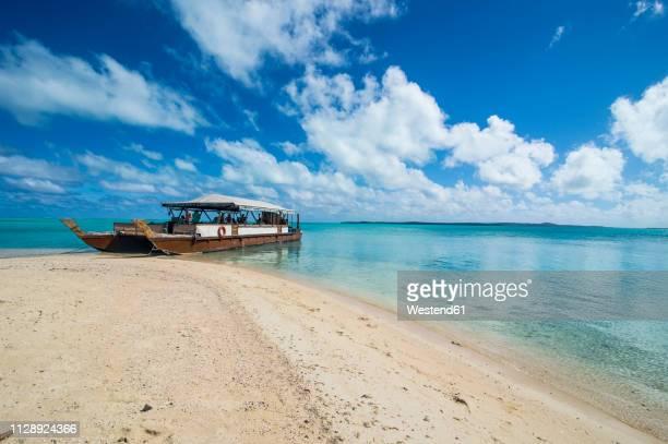 Cook Islands, Rarotonga, Aitutaki lagoon, traditional boat at the beach