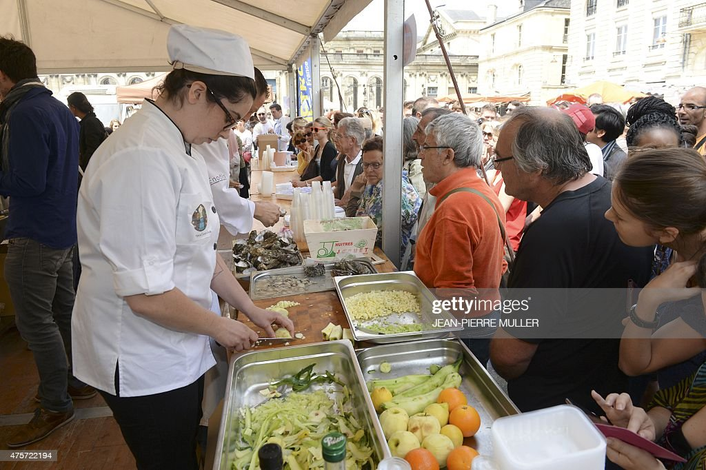 FRANCE-CONSUMPTION-DISTRIBUTION-GASTRONOMY-RECYCLING-FOOD : News Photo