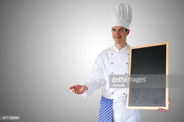Cuisinier montrant ses recommandations