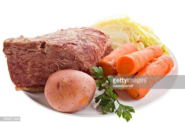 Cena de carne cocinados Corned aislado