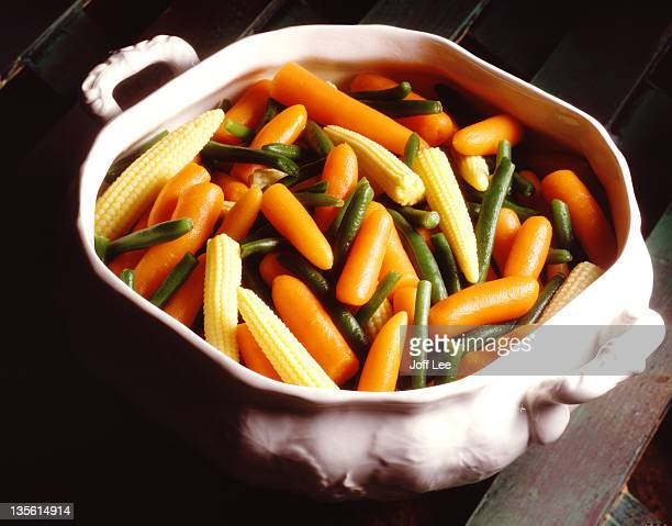 cooked mixed vegetables in white dish - 蒸し ストックフォトと画像