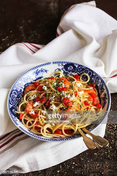 cooked spaghetti pasta dish with roasted shrimps - feta cheese stock pictures, royalty-free photos & images