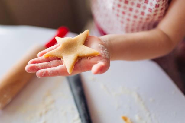 cookie baking. - 焗 預備食物 個照片及圖片檔
