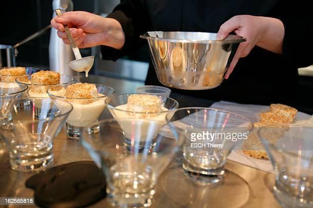 Cooking Classes At AnneSophie Pic Cours de cuisine pour particuliers à l'école Scook du chef étoilé AnneSophie PIC à Valence le dessert des oeufs à...