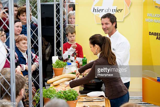 cooking couple on trade fair