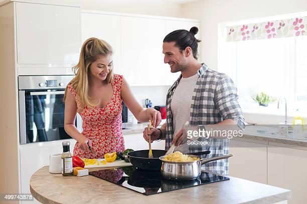 Cuisine dans leur nouvelle maison
