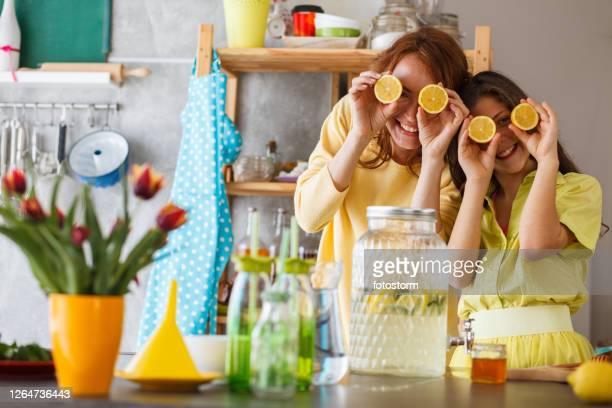 cozinhar é engraçado - aunt - fotografias e filmes do acervo