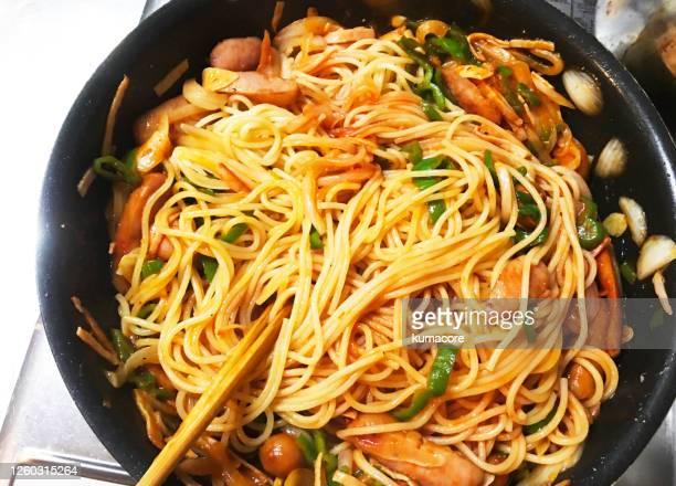 cooking ketchup based spaghetti - yōshoku imagens e fotografias de stock