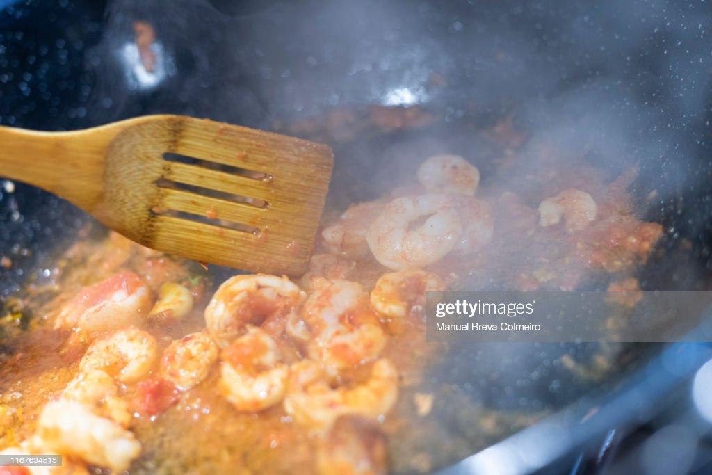 Cooking prawns : ストックフォト