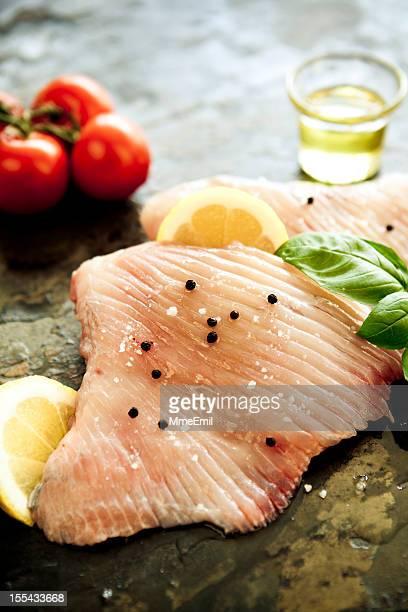 cucinare ray alette - dasiatide foto e immagini stock