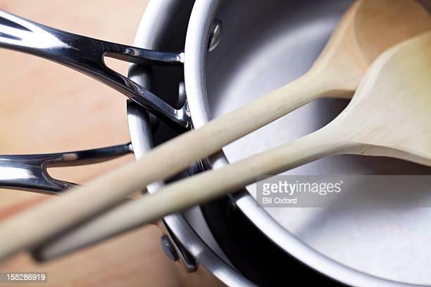 kochgeschirr - küchenbedarf stock-fotos und bilder
