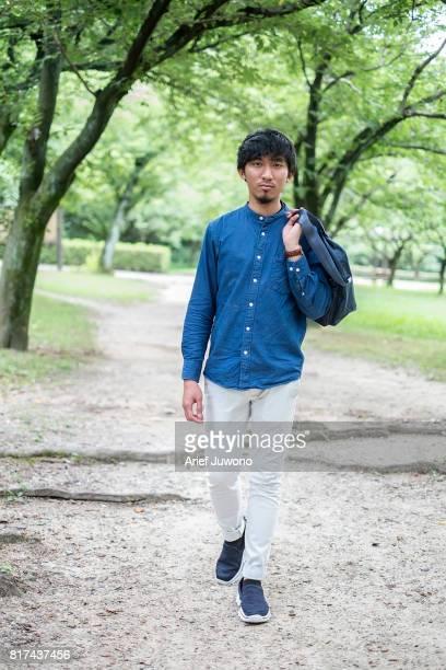 cool asian men - aktmodell mann stock-fotos und bilder