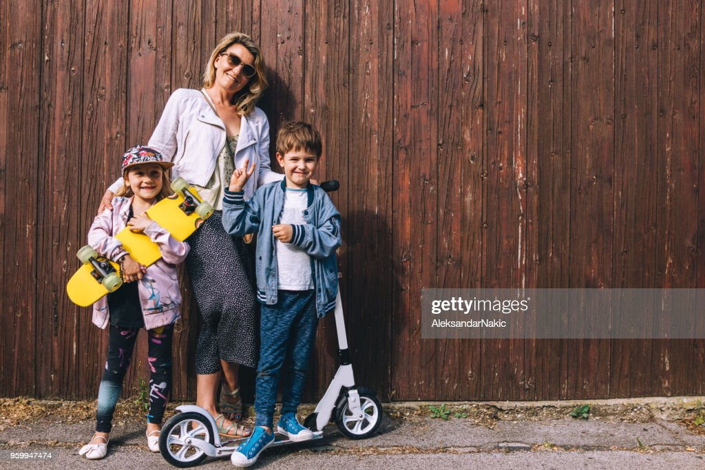 Coole Familie auf Rädern : Stock-Foto