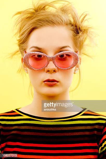 クールな女の子 - カラーサングラス ストックフォトと画像
