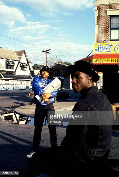 LL Cool J and E Love posing in Queen's New York USA 1986
