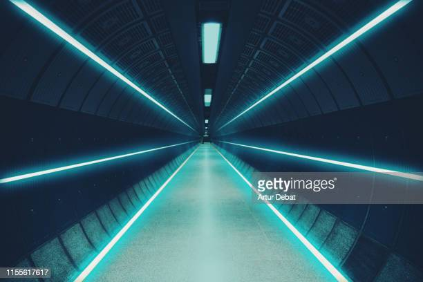 cool underground tunnel with nice vanishing point and neon lights. - copy space stock-fotos und bilder