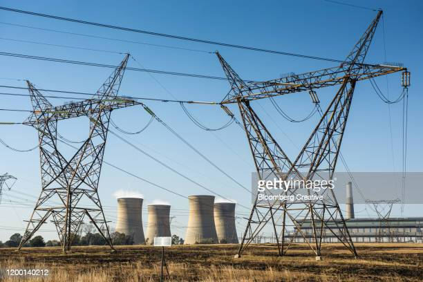 cooling towers and electricity pylons - mpumalanga province stock pictures, royalty-free photos & images