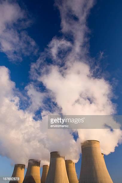 Kühlturm eines Kohle Energie im power station.
