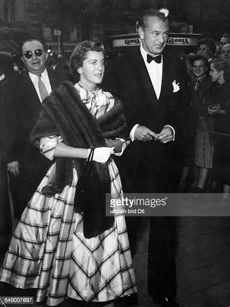 Cooper Gary *Schauspieler USA mit Ehefrau Veronica waehrend derFilmfestspiele Berlin 1959