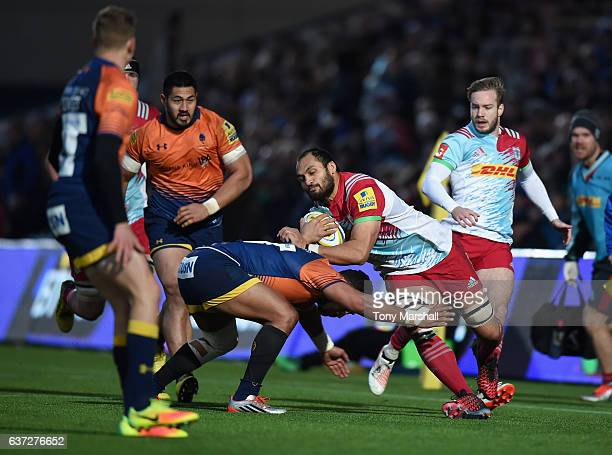 Cooper Vuna of Worcester Warriors tackles George Naoupu of Harlequins during the Aviva Premiership match between Worcester Warriors and Harlequins at...