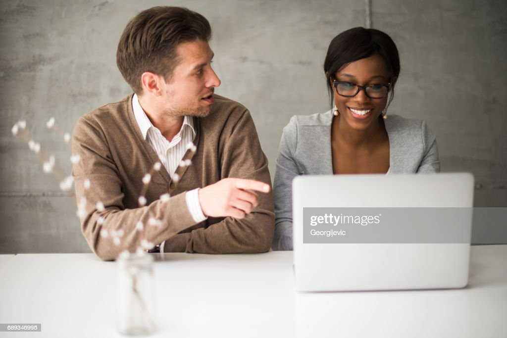 Cooperation between colleagues : Stock Photo