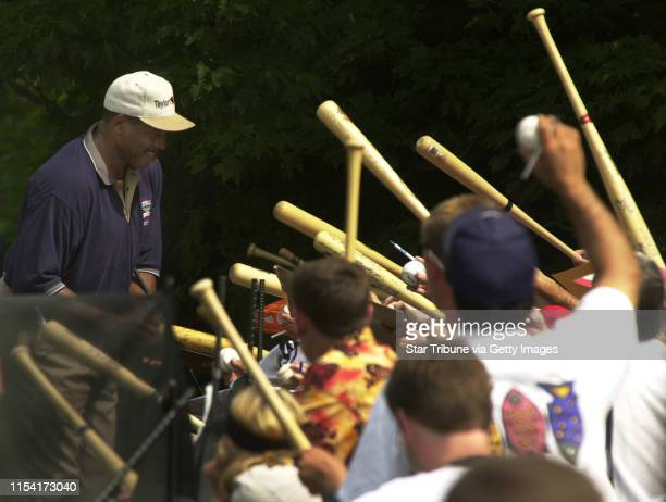 Cooperstown New York 8/4/01 Kirby Puckett Dave Winfield Playing in Hall of Fame Golf TournamentFormer Minnesota Twin Dave Winfield and St Paul native...