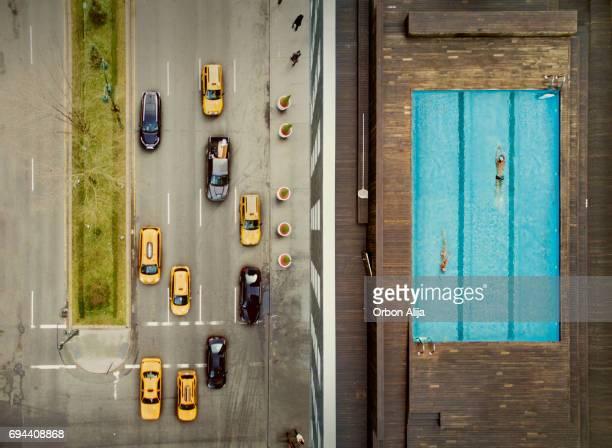 Coouple auf einem Dach in New York City. Bildkomposition.