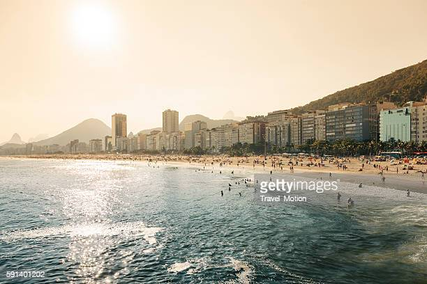 copacabana and leme beach, rio de janeiro, brazil - copacabana rio de janeiro stock-fotos und bilder