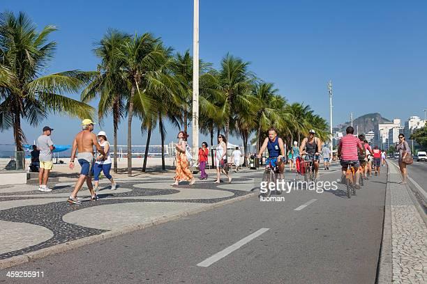 copacabana strand radweg - strand von copacabana stock-fotos und bilder