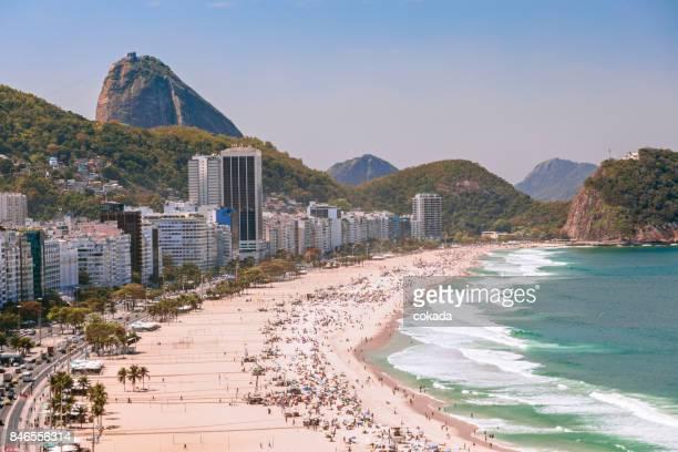 copacabana beach - copacabana rio de janeiro stock-fotos und bilder