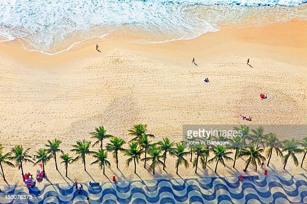 copacabana beach, rio de janeiro - rio de janeiro imagens e fotografias de stock
