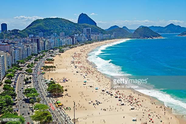 copacabana beach, rio de janeiro - strand von copacabana stock-fotos und bilder