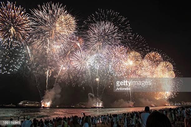 copacabana fireworks 2012-13 - 2012 2013年 キプロス財政危機 stock pictures, royalty-free photos & images