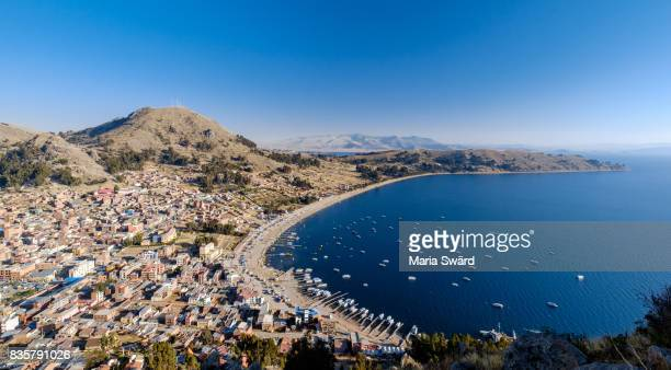 copacabana - panoramic view of town and bay - bolivia stockfoto's en -beelden