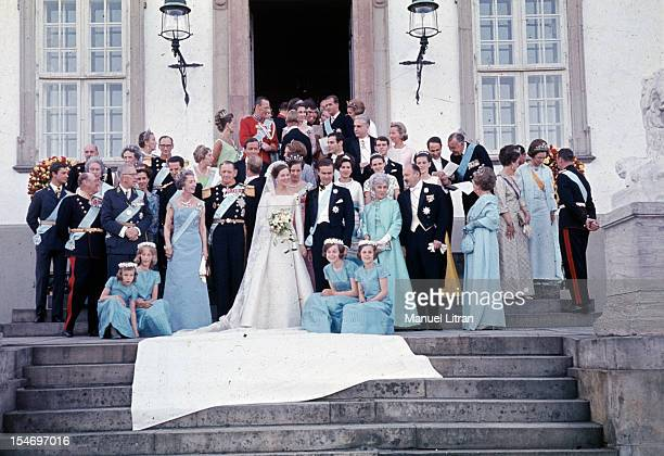 Copenhagen 10 June 1967 Marriage of MARGRETHE Denmark with Henry de Monpezat Official photo on the steps of Fredensborg Castle From left to right...