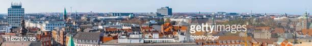 copenhagen aerial panorama over het centrum van de stad daken denemarken - europese cultuur stockfoto's en -beelden